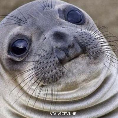 Kad ti se istovremeno obraćaju dvije osobe i ne prestaju pričati